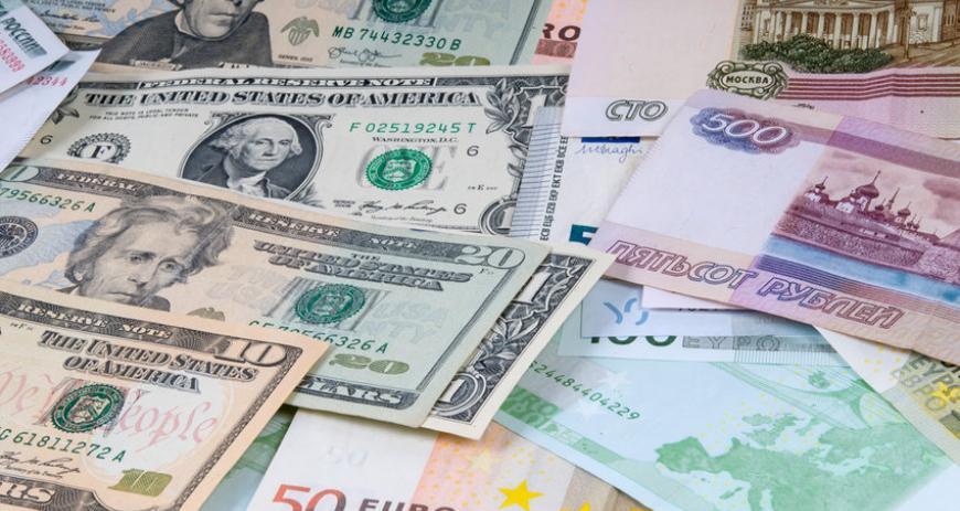 ЦБ повысил курс евро более чем на рубль